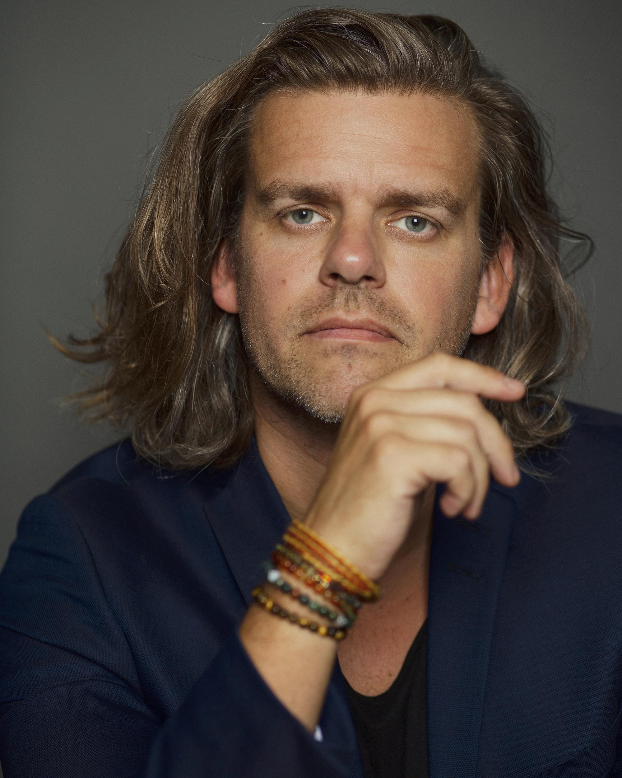 Carsten Svendsen spiller Cirkusdirektøren Far Sol. Foto: Lena Paaske